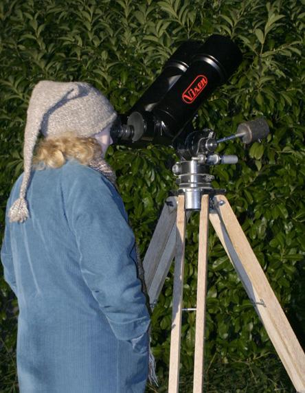 25x105 binoculars on tripod